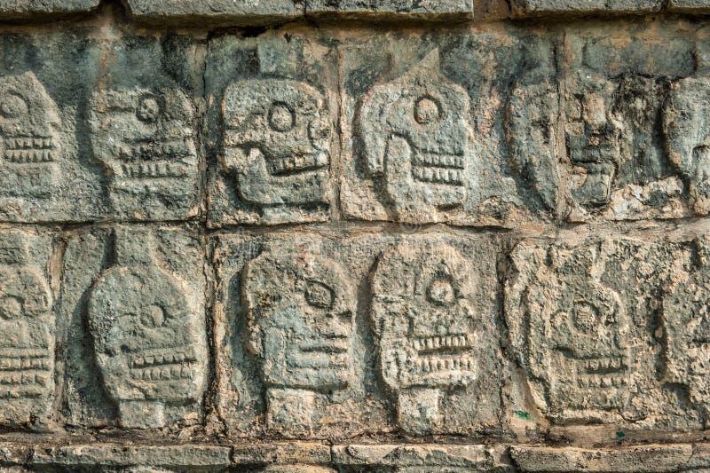 Platform van sculls, Chichen Itza, Yucatan, Mexico stock afbeeldingen