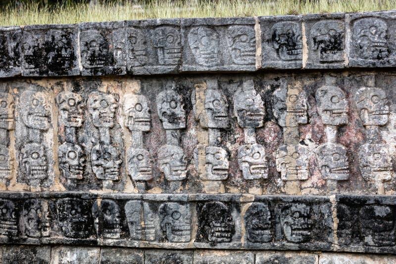 Platforma czaszki w Chichen Itza obrazy royalty free