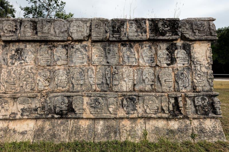 Platforma czaszki w Chichen Itza fotografia stock