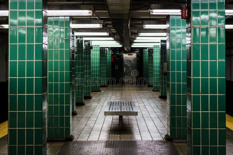 _platforma przy Tasker Morris stacja, w Po?udniowy Filadelfia, Pennsylwania zdjęcia stock