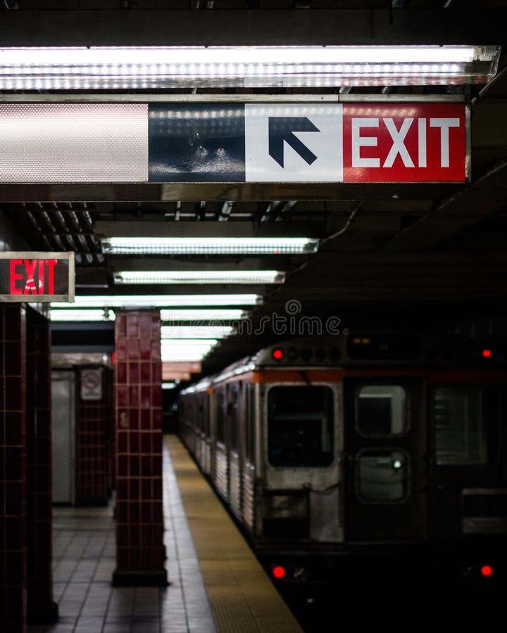 _platforma przy Tasker Morris stacja, w Po?udniowy Filadelfia, Pennsylwania obrazy royalty free