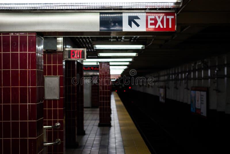 _platforma przy Tasker Morris stacja, w Po?udniowy Filadelfia, Pennsylwania zdjęcie stock