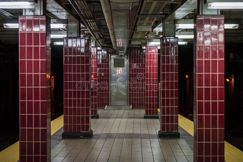 _platforma przy Tasker Morris stacja, w Po?udniowy Filadelfia, Pennsylwania obrazy stock