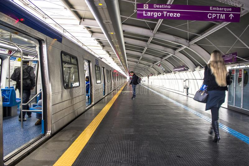 Platforma Sao Paulo metropolita pociągu firma zdjęcia stock