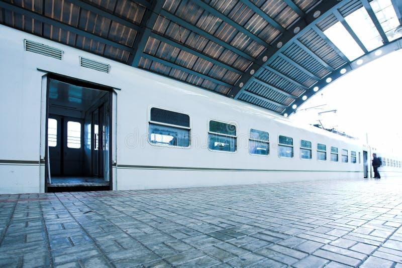 platforma się mokry pociąg zdjęcia royalty free