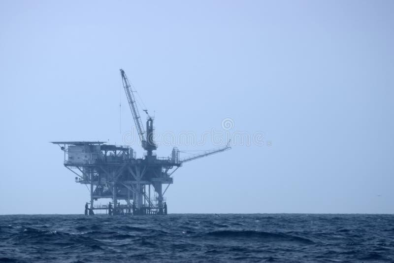 platforma wiertnicza na morzu zdjęcie stock