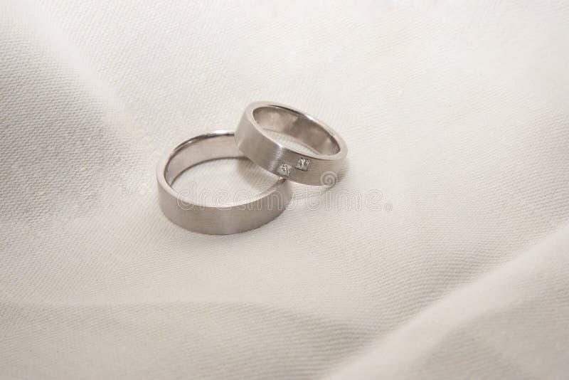 platina ringer bröllop fotografering för bildbyråer