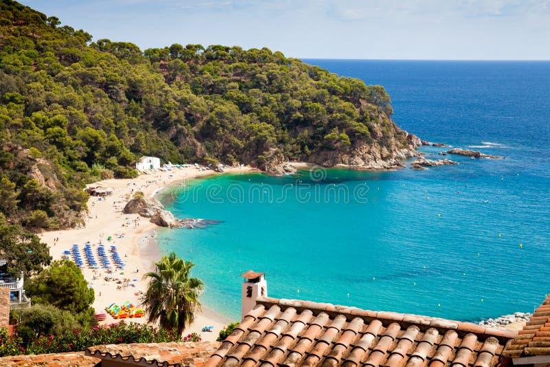 platja de卡涅列斯海滩顶视图  美丽的海滩和港口在市Lloret之间de 3月 库存照片