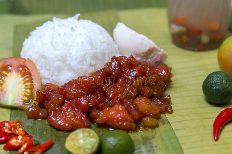 Plato aut?ntico tradicional filipino: beaf picante filipino con el huevo y el arroz imágenes de archivo libres de regalías