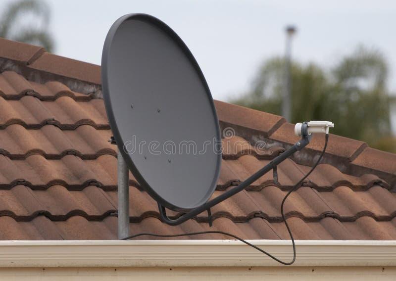 Plato basado en los satélites de la TV foto de archivo