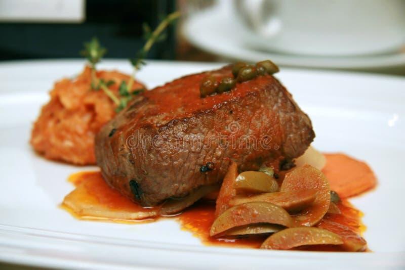 Plato de la carne de venado foto de archivo libre de regalías