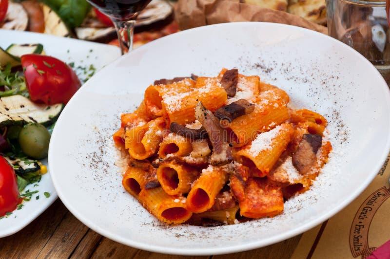 Plato italiano de las pastas de la comida foto de archivo libre de regalías
