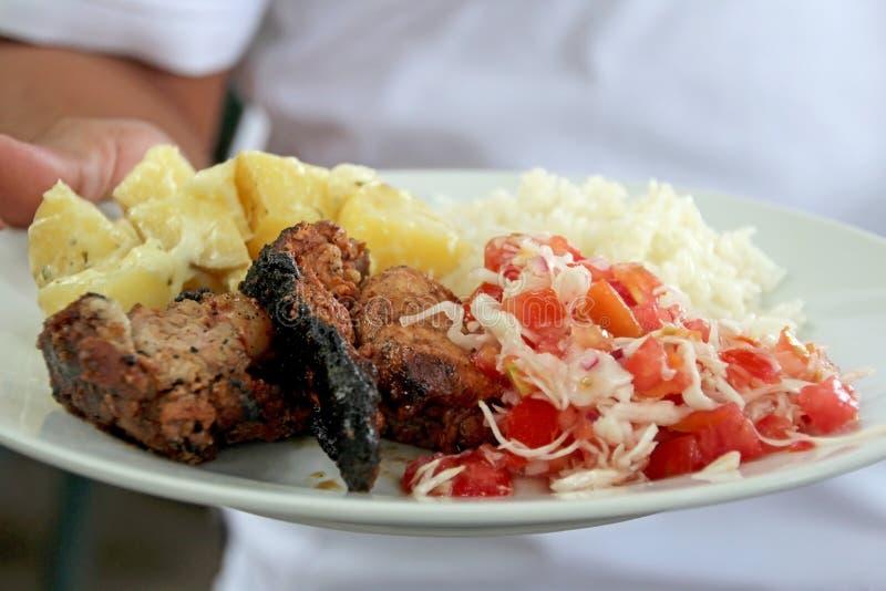 Plato latinoamericano típico con el pollo, Nicaragua fotos de archivo