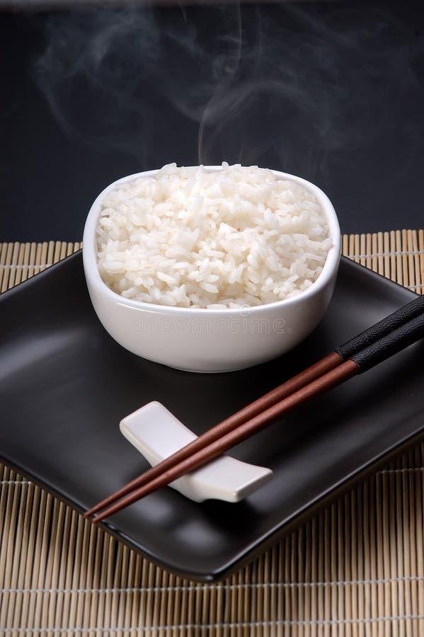 Plato por completo del arroz llano fotografía de archivo libre de regalías