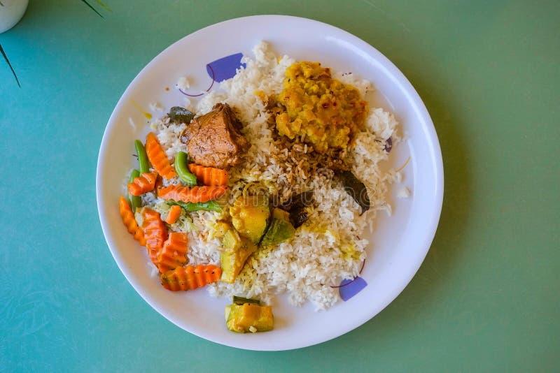 Plato srilanqués del arroz y del curry fotografía de archivo