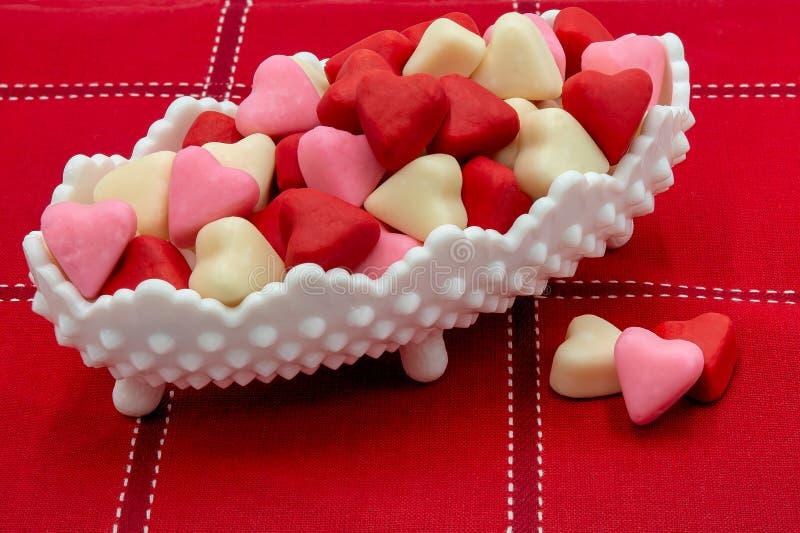 Plato Valentine Candy Hearts del caramelo imágenes de archivo libres de regalías