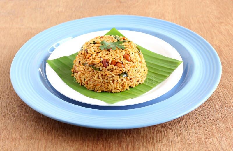 Plato vegetariano tradicional indio del sur del arroz, Puliyogare imagenes de archivo