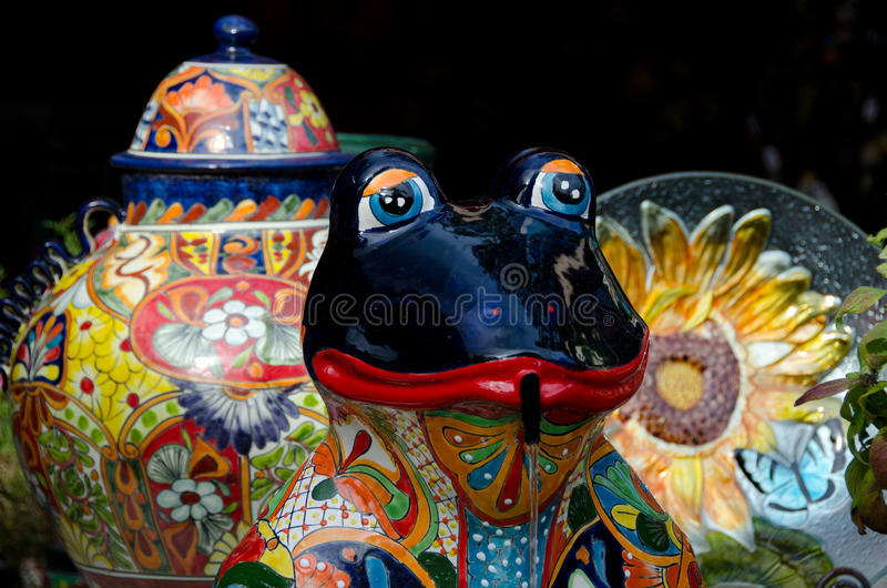 Download Platos De Cerámica Y Rana En El Mercado En Ciudad Vieja Foto de archivo - Imagen de antiguo, mercado: 64203828