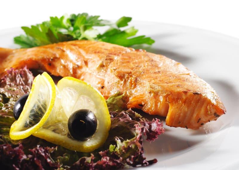 Platos de pescados calientes - filete de color salmón foto de archivo