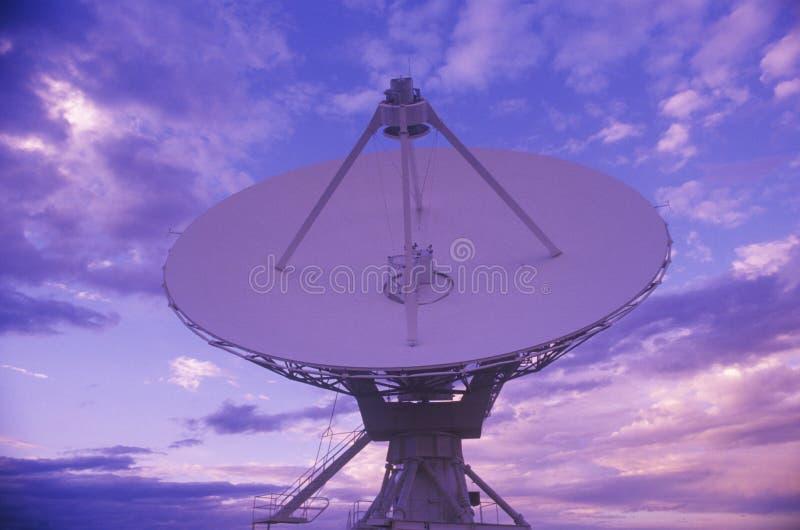 Platos del telescopio de radio en el observatorio nacional de la radioastronomía en Socorro, nanómetro imágenes de archivo libres de regalías