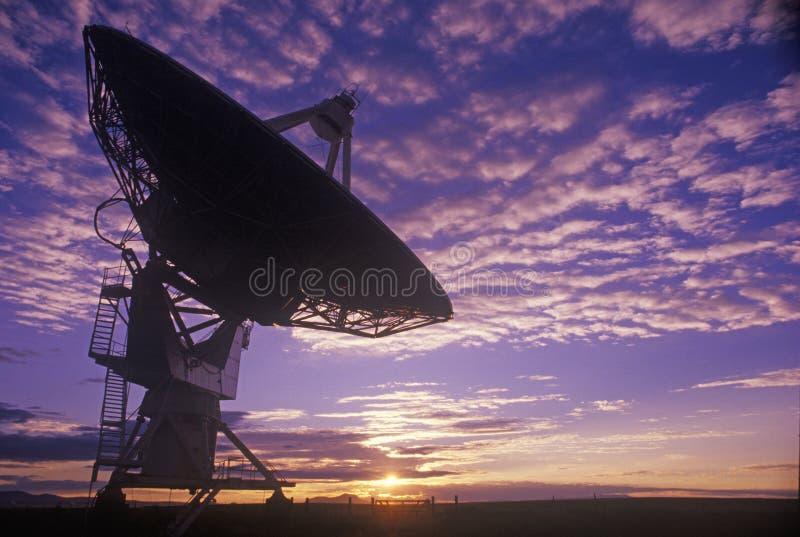Platos del telescopio de radio en el observatorio nacional de la radioastronomía en Socorro, nanómetro fotografía de archivo