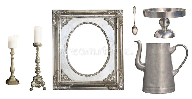 Platos del vintage Cuchara vieja, bifurcación, cuchillo, caldera, marco aislado en el fondo blanco fotos de archivo