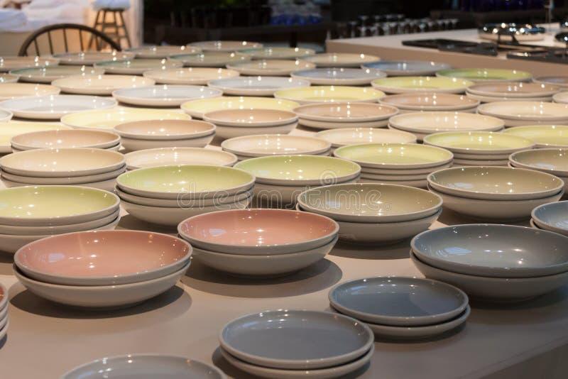 Download Platos En La Exhibición En HOMI, Demostración Internacional Del Hogar En Milán, Italia Foto editorial - Imagen de escaparate, interior: 44856181