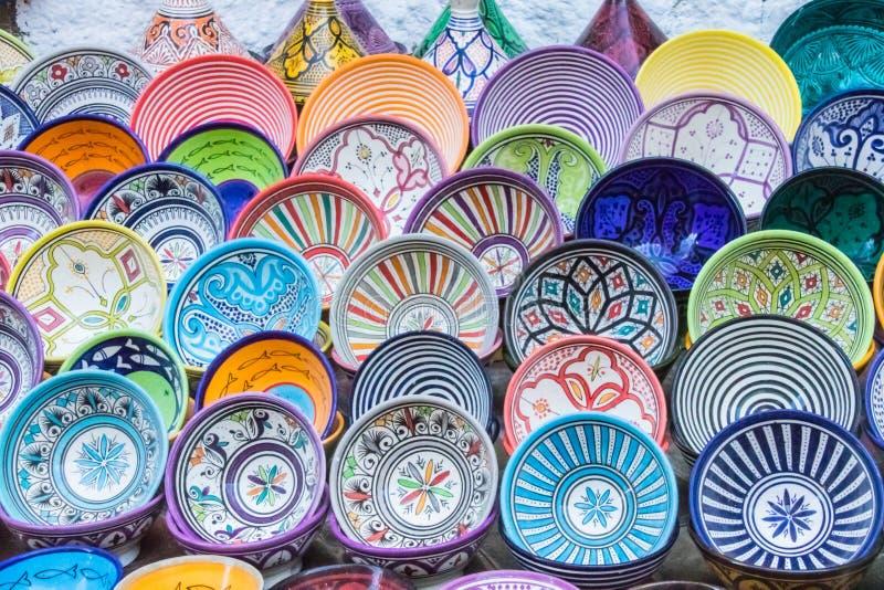 Platos modelados y coloreados del múltiplo fotografía de archivo libre de regalías