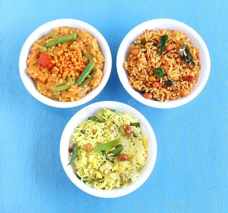 Platos vegetarianos tradicionales indios del sur del arroz foto de archivo