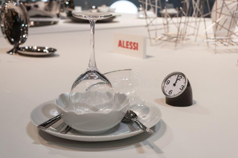 Download Platos Y Cubiertos De Alessi En La Exhibición En HOMI, Demostración Internacional Del Hogar En Milán, Italia Foto editorial - Imagen de italia, casa: 44855961