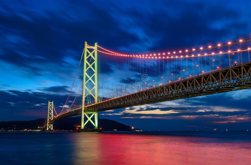 plats av den Akashi Kaikyo Kobe bron med ljus, Japan arkivfoton