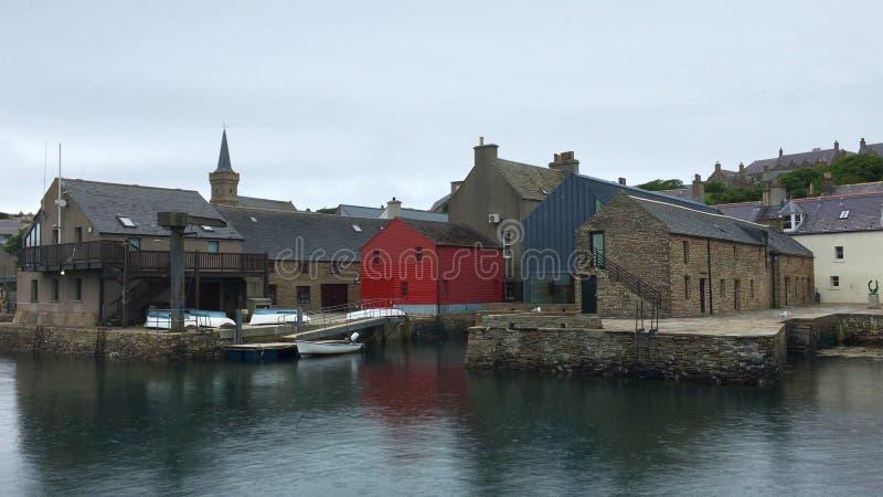 Plats av den Stromness hamnen i Orkney royaltyfri fotografi