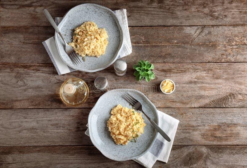Plats avec le risotto délicieux photos stock