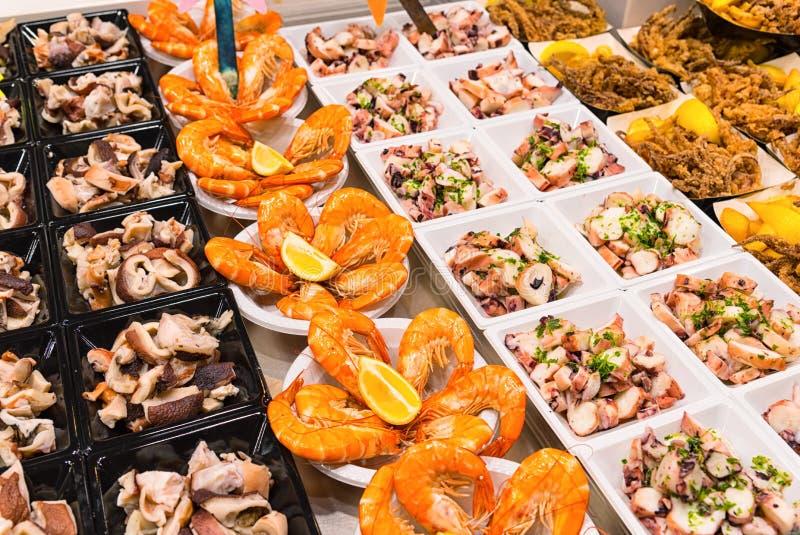 Plats de approvisionnement de fruits de mer de buffet photos libres de droits