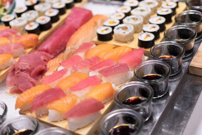 Plats de sushi image libre de droits