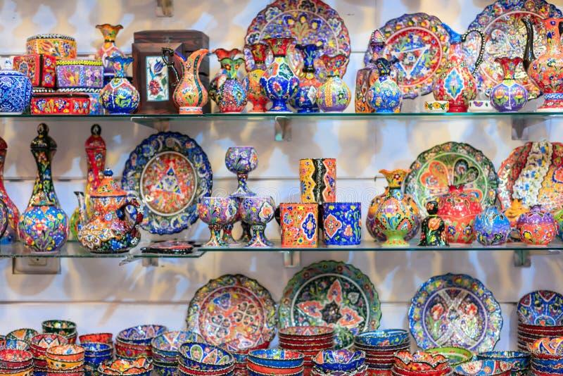Plats en céramique et d'autres souvenirs à vendre sur baazar arabe situé à l'intérieur des murs du vieux CIT image stock