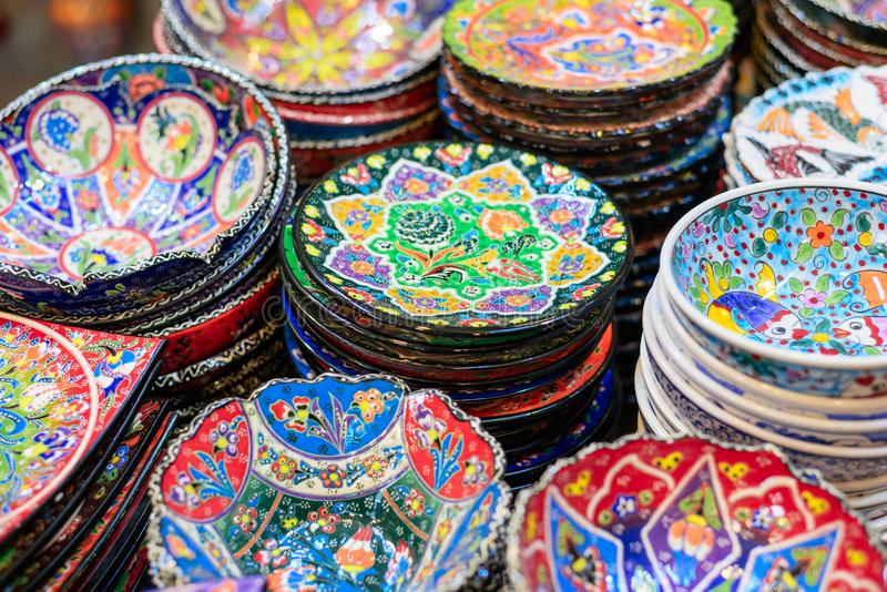 Plats en céramique et d'autres souvenirs à vendre sur baazar arabe situé à l'intérieur des murs du vieux CIT images stock