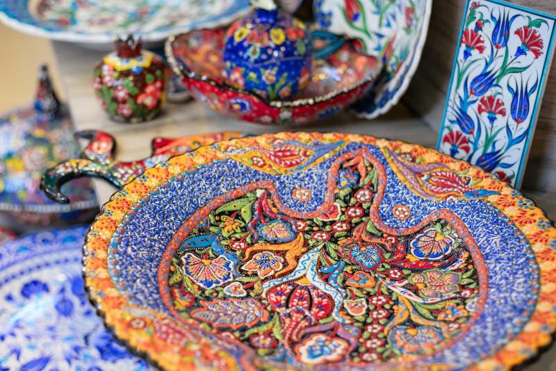Plats en céramique et d'autres souvenirs à vendre sur baazar arabe situé à l'intérieur des murs du vieux CIT image libre de droits