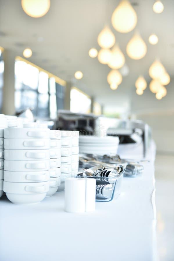 Plats et plats de restauration avant événement images stock