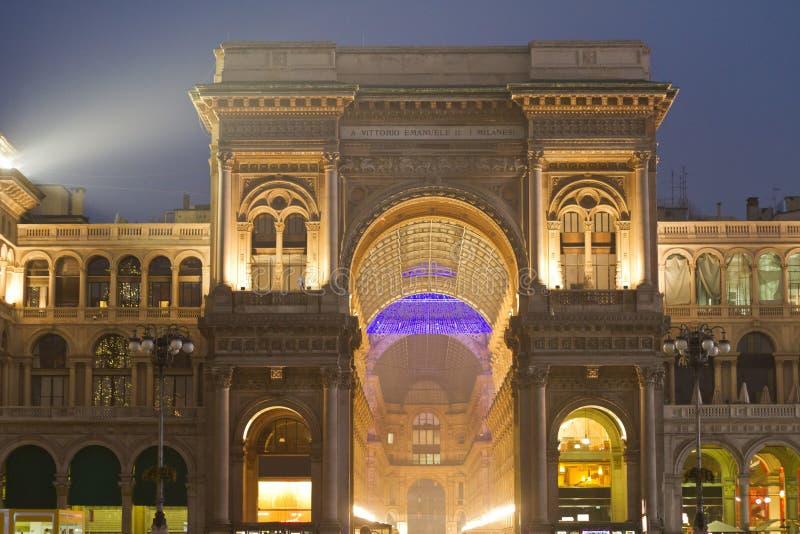 Plats för GalleriaVittorio Emanuele natt royaltyfria bilder