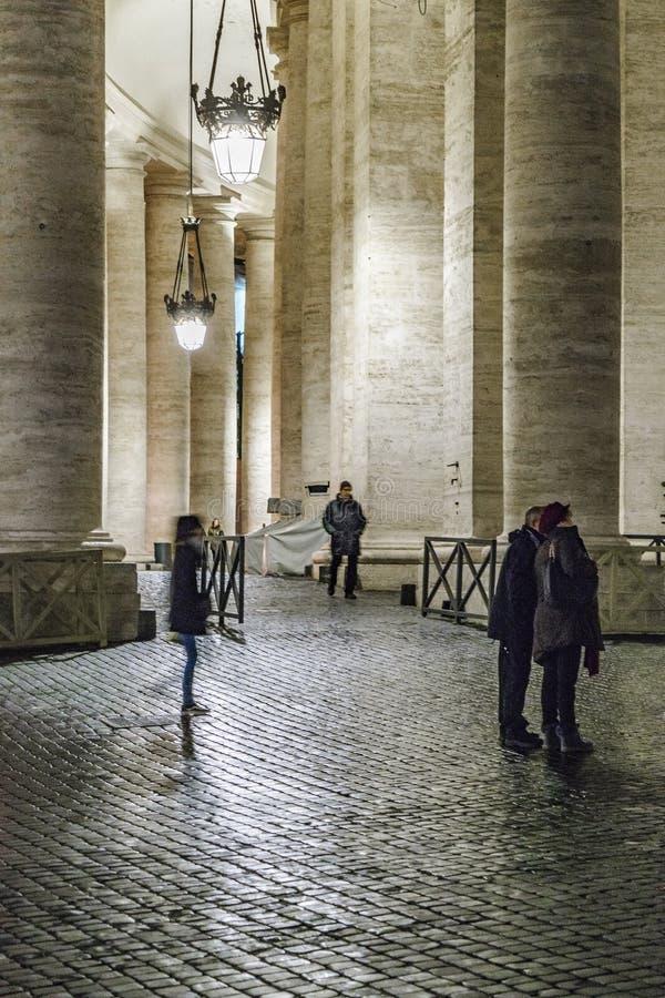 Plats för kullerstengatanatt, Rome royaltyfri foto