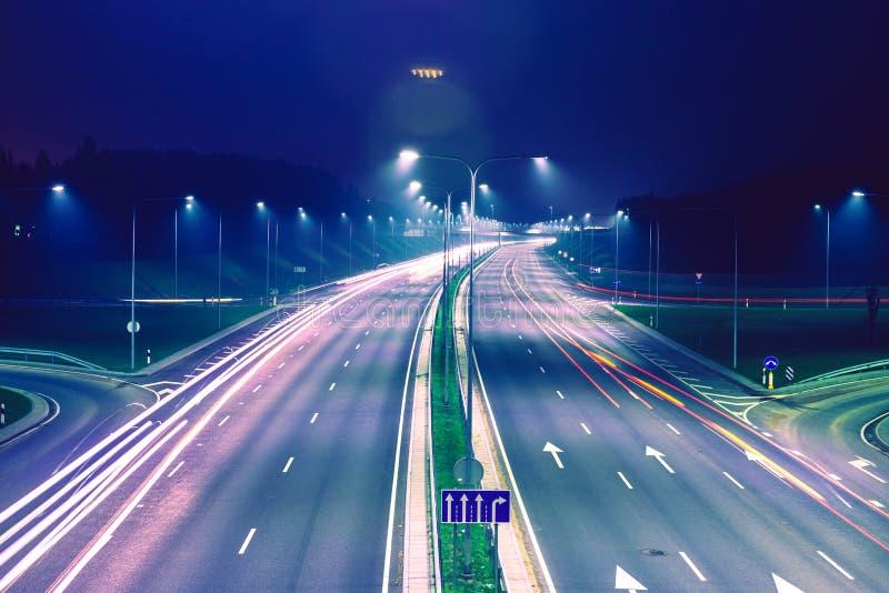 Plats för natt för stadsväg arkivbild