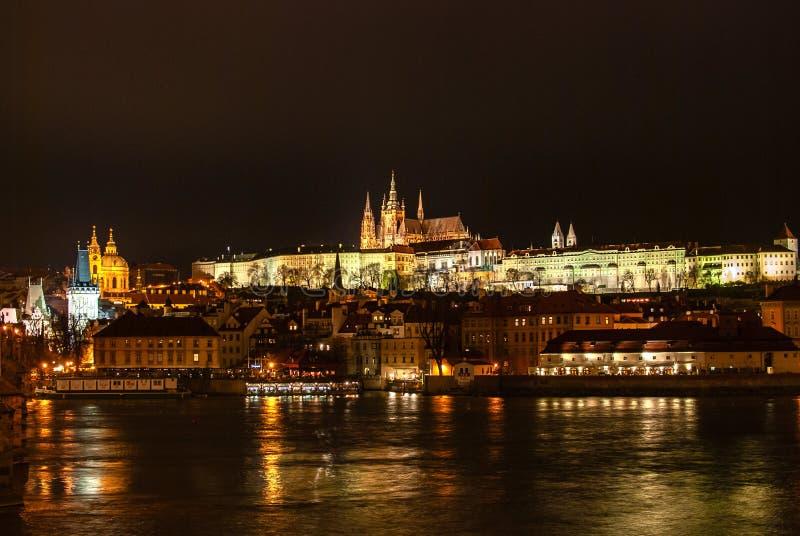 Plats för Prague panoramanatt royaltyfria bilder