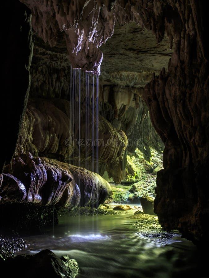 Plats för vattenfall för Waitomo grotta underjordisk i Nya Zeeland royaltyfri bild