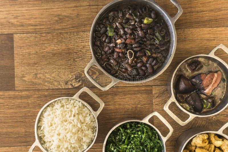 Plats qui font partie du feijoada traditionnel, nourriture brésilienne typique image stock