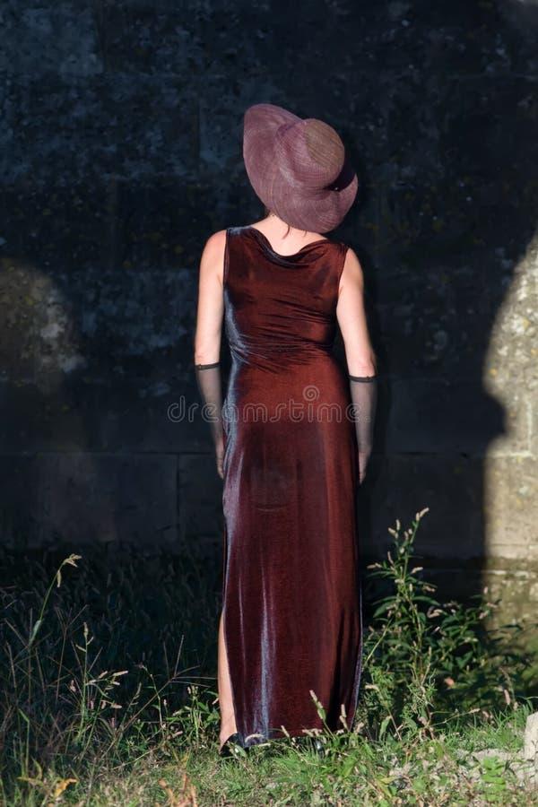 platssilhouettekvinna royaltyfria bilder