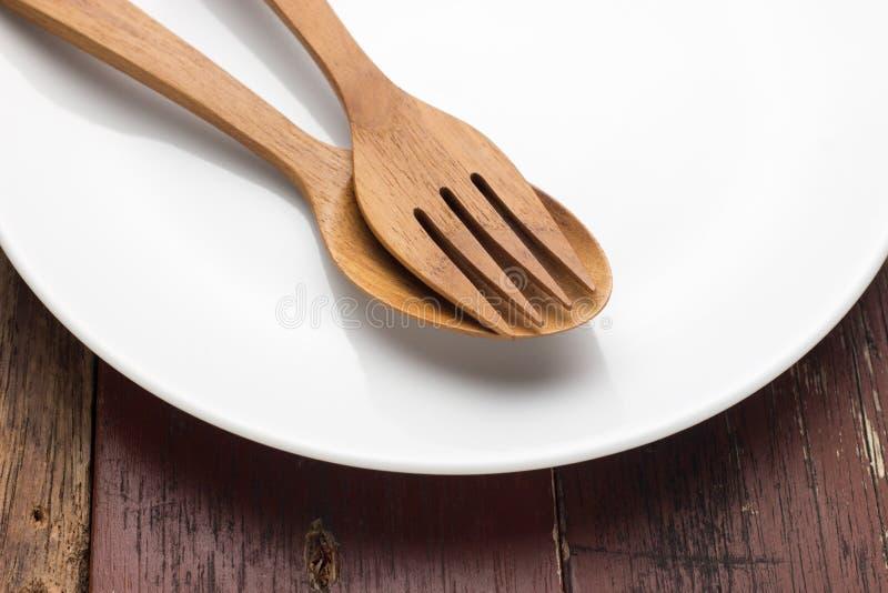 Platta med skeden och gaffeln fotografering för bildbyråer