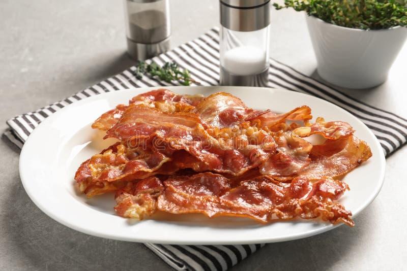 Platta med stekt bacon fotografering för bildbyråer