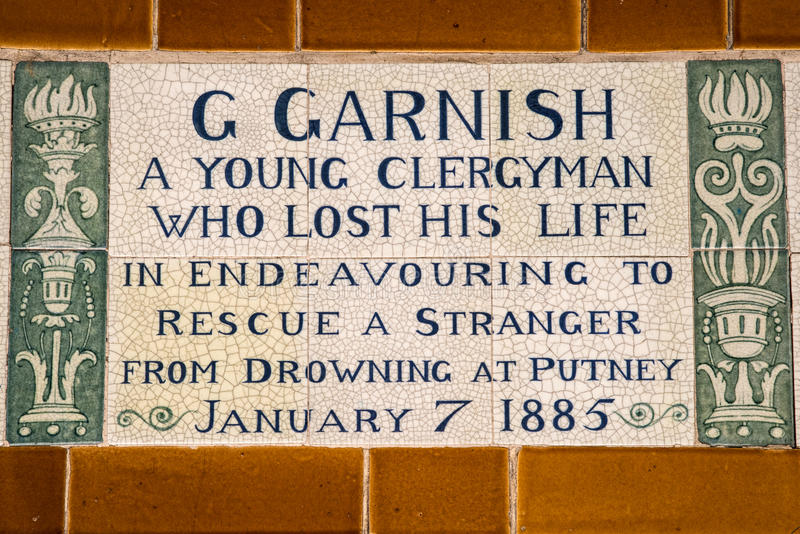 Platta på minnesmärken till det heroiska självoffret i London royaltyfria foton