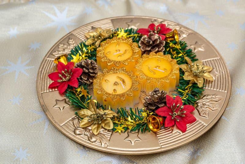 Platta som dekoreras i julstil royaltyfri bild